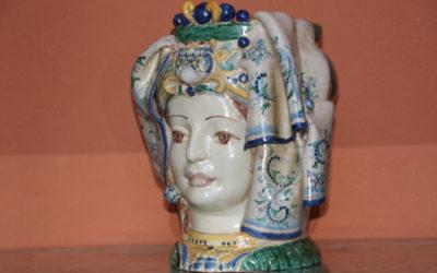 Pieza del mes. Julio 2014. Cabeza de mujer siciliana en forma de vaso. Ana María Moreno Fernández.