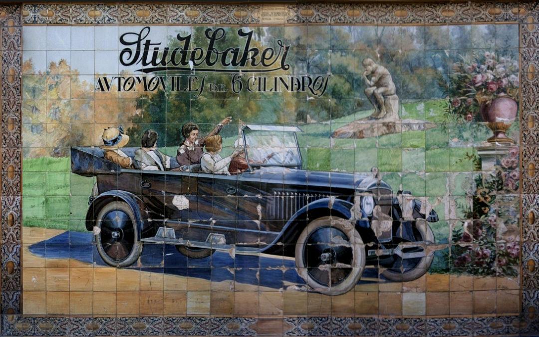 Pieza del mes. Enero 2018. El panel publicitario del coche de Studebaker de la calle Tetuán de Sevilla. Francisco Vallecillo Martínez.
