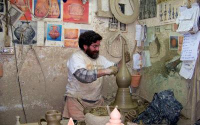 El último alfarero de Sevilla resiste en Triana