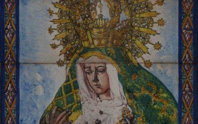 Roban un retablo cerámico de la Esperanza Macarena en Alcalá de Guadaíra.
