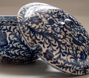 Tres exposiciones promovidas por la Universidad de Granada sobre cerámica de Fajalauza en el Palacio del Almirante.