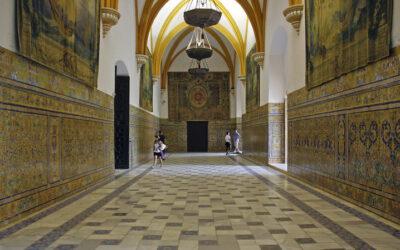 Patrimonio aprueba la restauración de los revestimientos cerámicos del Palacio Gótico del Alcázar de Sevilla