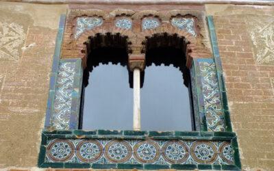 Artículo. Aportaciones al estudio de la azulejería de la ventana mudéjar del Centro de Acogida al  Turista. C/ Boticas, nº4. Zafra.